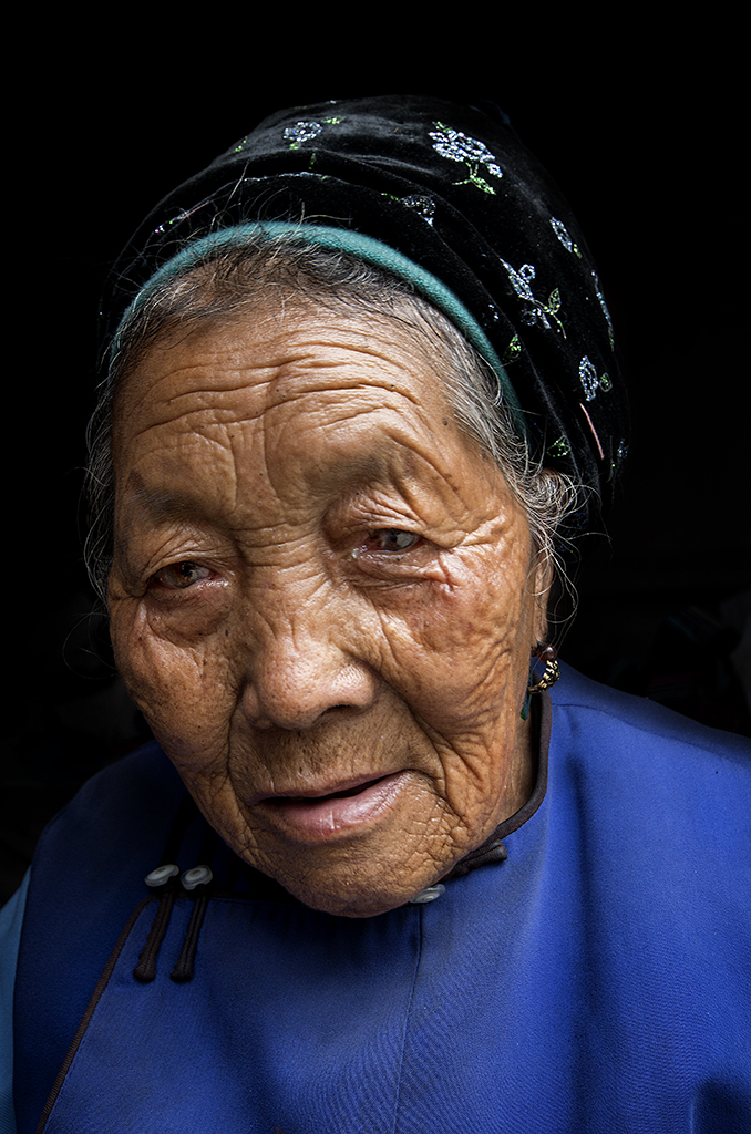 Artfreelance, Wase, Market, Yunnan, Old, Woman, Smile, André Alessio, Graphylight