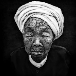 Menghai, Woman, Old, B&W, Artfreelance, Photographize, André Alessio, 1X, Série Noire, Femme, Noir et Blanc
