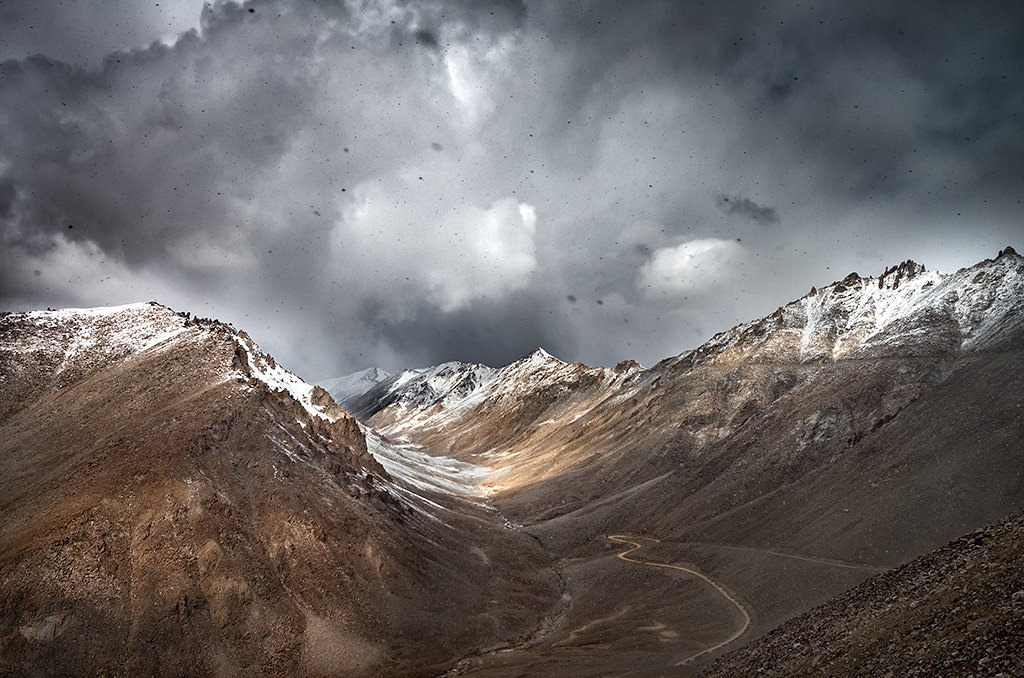 Snowstorm at Khardungla Pass